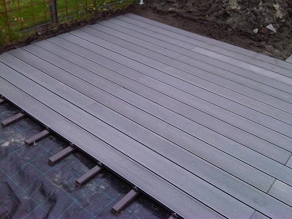 Een terras maken met vlonderplanken bij euro composiet doet u het zelf bij eurocomposiet - Hoe een overdekt terras te bouwen ...